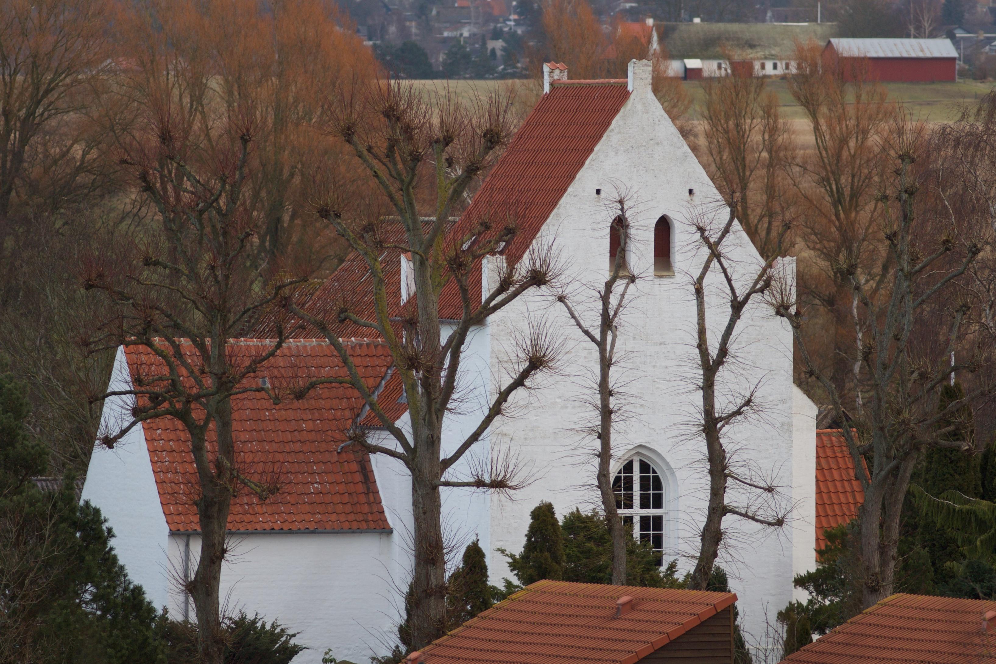Tårnet set fra vest med gotiske vinduer.