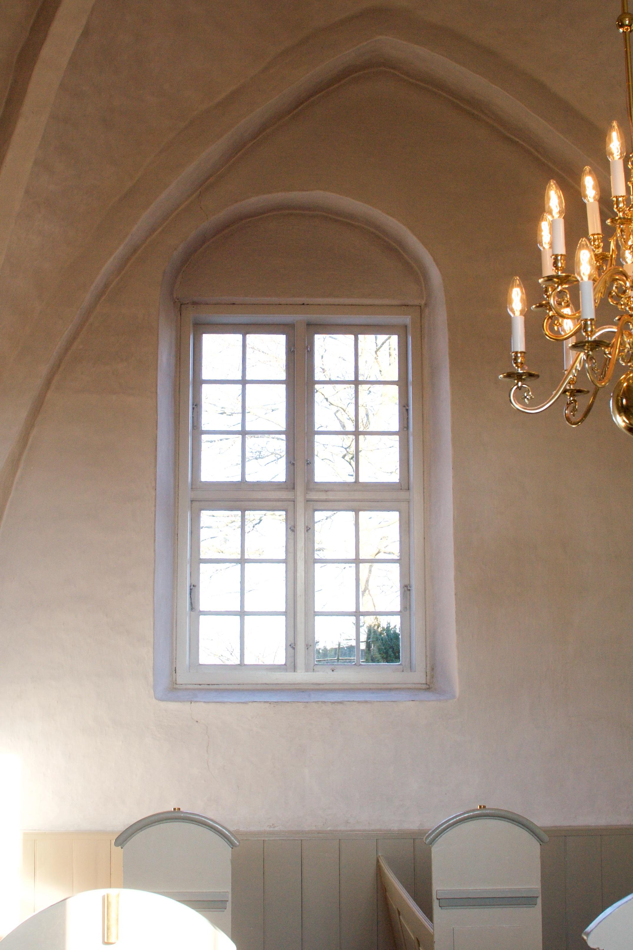 Kirken får hvælvinger og større vinduer.